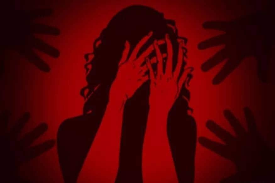 ভয়ংকৰ ঘটনা। হাৰিয়ানাত সংঘটিত হৈছে এই ঘটনা। সন্তানৰ সৈতে নিশা ভাড়াঘৰৰ চাঁদত শুই আছিল এগৰাকী মহিলা। Photo- Representative