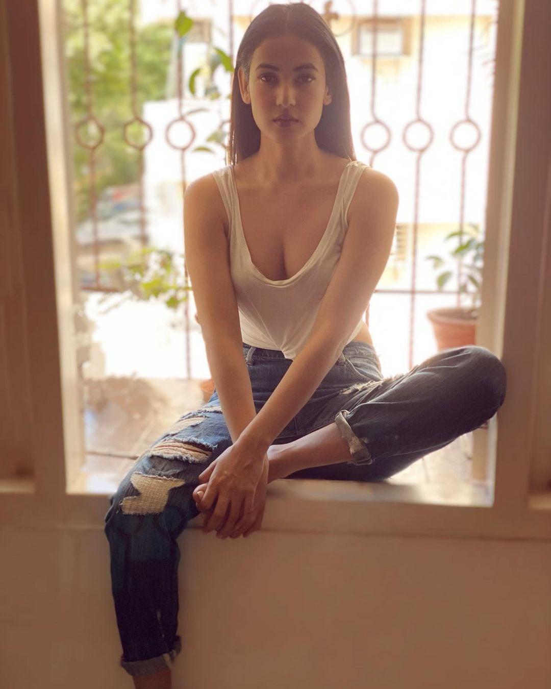 B-townৰ এগৰাকী মোহময়ী অভিনেত্ৰী সোণল। (Image: Instagram)