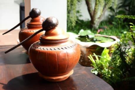 Benefits Of Clay Pot Water: ফ্ৰীজৰ নহয়, পান কৰক মাটিৰ পাত্ৰৰ শীতল পানী! মটকাৰ পানীত আছে নিৰোগী হৈ থকাৰ এই ৫টা মন্ত্ৰ...