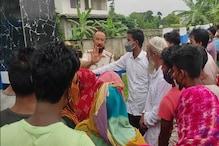Tension in Vaccine Centre : পুৱতী নিশাৰ পৰা শাৰী পাতিও নাপায় ভেকচিন। ডবকাত ভেকচিন কেন্দ্ৰত উত্তপ্ত পৰিস্থিতি, আৰক্ষী মোতায়েন।