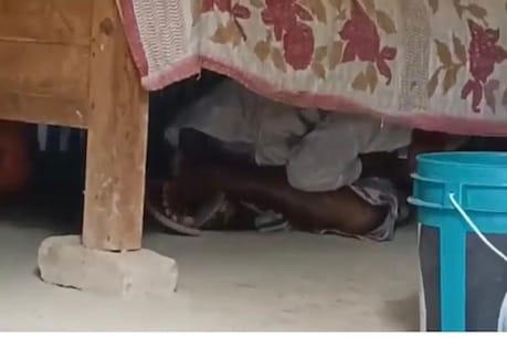 Teacher Hide Under Bed : সাংবাদিকক দেখি বিচনাৰ তলত কিয় সোমাল ছাৰ? নগাঁৱৰ চামগুৰিত শিক্ষকৰ আজৱ কাণ্ড