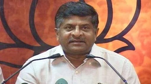 बीजेपी ने शिंदे के बयान पर सोनिया से माफी मांगने की मांग की है। इसके अलावा पार्टी ने शिंदे के खिलाफ 24 जनवरी को विरोध-प्रदर्शन का भी ऐलान किया है।