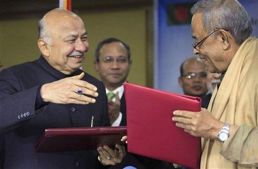 डेली स्टार की रपट के अनुसार बांग्लादेश के गृह मंत्री मुहिउद्दीन खान आलमगीर और शिंदे ने अपने-अपने देश के प्रतिनिधि के रूप में समझौतों पर हस्ताक्षर किए।