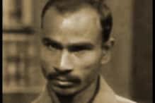 राम सिंह ने बाल्टी पर चढ़कर कमीज को फंदा बनाया