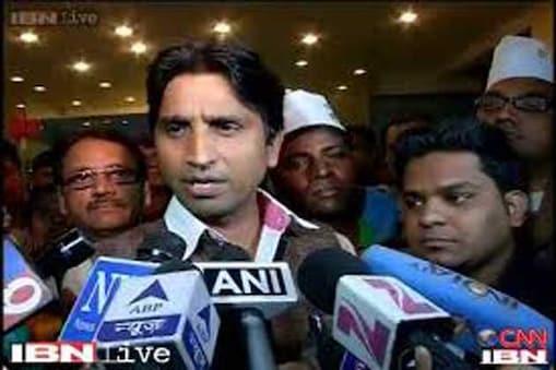 आम आदमी पार्टी के नेता और अमेठी से राहुल गांधी के खिलाफ ताल ठोक रहे कुमार विश्वास ने नाराजगी की खबर से पूरी तरह इनकार किया है। विश्वास ने इसे लेकर मीडिया पर ही निशाना साधा।