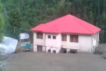 जम्मू-कश्मीर में 'जानलेवा बादल' का कहर, अमरनाथ यात्रा रोकी