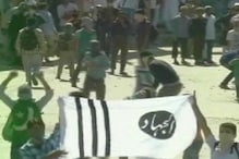 श्रीनगर: मस्जिद पर लहराया PAK का झंडा, दिखा हाफिज का पोस्टर