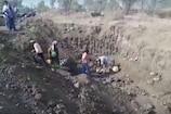 VIDEO: बिहार में की जा रही शराब नष्ट, ग्रामीण वहां शराब जुटाने की फ़िराक में