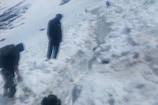 VIDEO: हेमकुंड साहिब में हर तरफ बर्फ की चादर