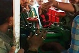 VIDEO: गन्ने का रस निकालने वाली मशीन में फंसा युवक का हाथ