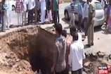 पुजारी को आया सपना तो शिवलिंग के लिए पूरे गांव ने खोद डाला 15 फीट गहरा गड्ढा