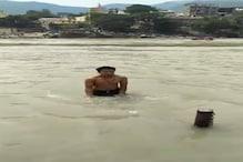 VIDEO: वो वीडियो बनाता रहा और दोस्त गंगा में डूब गया..