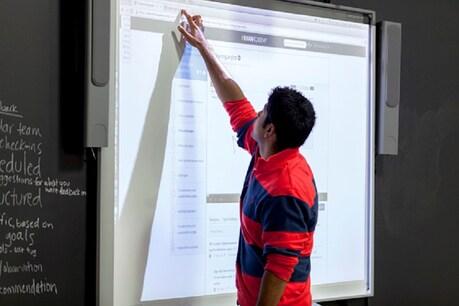 भारत के शिक्षा स्थर को सुधारने के लिए सरकार और कई एजुकेशनल इंस्टिट्यूटों द्वारा कई मुहिम चलाई जा रही हैं, उसी का एक पार्ट है ऑनलाइन टीचिंग.