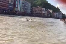 VIDEO: गंगा में फंसे कावड़िया की बच गई जान