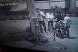 VIDEO: सीसीटीवी में कैद हुए मोटरसाइकिल चोर