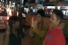 VIDEO : भागते चोर को भीड़ ने पकड़ा, धुना लेकिन वो फिर भाग निकला