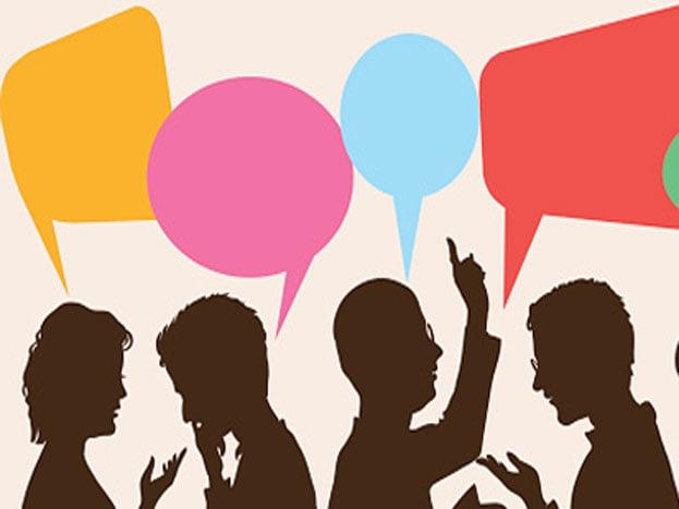 बहुत ही करीब जाकर बात करना या अलग से बात करना: ऑफिस में खुसुर-पुसर करना बेहद कम आवाज में फुसफुसाना बहुत ही नैगेटिव इंपेक्ट डालता है.