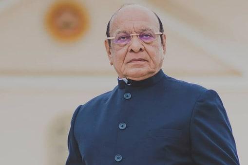 गुजरात के पूर्व मुख्यमंत्री शंकर सिंह वाघेला  अपनी पार्टी 'जनविकल्प मोर्चा' से चुनाव लड़ रहे हैं.