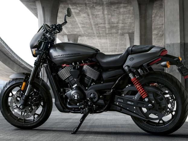 हार्ले डेविडसन अपनी नई बाइक Street Rod लॉन्च कर दी है. इस बाइक का लुक बहुत हद तक कंपनी की पुरानी बाइक Street 750 तक है. टेक्नोलॉजी में बी 2017 स्ट्रीट रॉड हार्ले डेविडसन स्ट्रीट 750 का रिवाइज्ड वर्जन कहा जा रहा है.