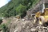 VIDEO: गंगोत्री हाइवे शनिवार से बंद, लगातार सड़क पर आ रहा मलबा