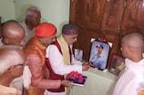 शहीद के परिवार से मिले मंत्री, प्रतिमा लगवाने में मदद का दिलाया भरोसा