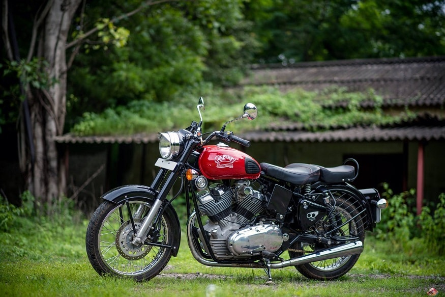 मॉडीफाइड रॉयल एनफील्ड के दीवानों के लिए कारबेरी मोटरसाइकल्स ने 1000 सीसी की मोटरसाइकिल पेश की है. भारत में इस मोटरसाइकिल को सोमवार को पेश किया गया है. इस मोटरसाइकिल की कीमत 7.37 लाख रुपए है.