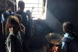 VIDEO: यहां पढ़ाई छोड़ मध्याह्न भोजन पका रहे हैं बच्चे