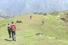 VIDEO: पहाड़ों पर बर्फवारी के बाद मौसम खुशनुमा, पर्यटक उत्साहित