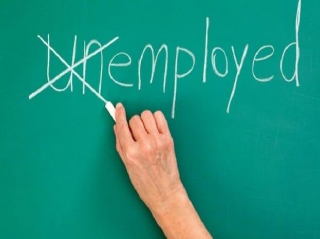 रोजगार बढ़ाने के लिए ऑर्गेनाइज्ड सेक्टर, छोटी-मझोली इंडस्ट्री में नए रोजगार पैदा करने पर फोकस किया जा सकता है. नई नीति के तहत एप्लॉइज पीएफ में एक हिस्सा सरकार दे सकती है. अगली स्लाइड में जानिए लेबर लॉ को लेकर क्या ऐलान हो सकता है...