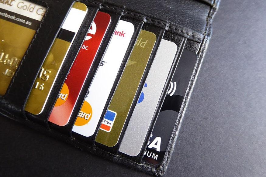 नौकरीपेशा लोगों के पास बैंकों की ओर से क्रेडिट कार्ड लेने के ऑफर्स आते रहते हैं. जिसके चलते वे क्रेडिट कार्ड खरीद लेते हैं और उनका यूज करना शुरू कर देते हैं. लेकिन क्रेडिट कार्ड का उपयोग बहुत ध्यान से करना चाहिए. आज हम आपको बताने जा रहे हैं कुछ ऐसे ट्रिक्स के बारे में जिनके जरिए आप कर सकते हैं क्रेडिट कार्ड का भरपूर इस्तेमाल-