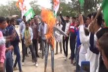 चूरू में बजट के विरोध में यूथ कांग्रेस ने अरुण जेटली का पुतला फूंका