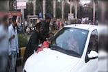 VIDEO: गाड़ी-जूते साफ कर छात्रों ने किया प्रदर्शन
