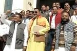 VIDEO: सदन के बाहर भी बीजेपी-कांग्रेस ने लगाए एक-दूसरे के ख़िलाफ़ नारे