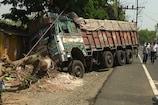 VIDEO: अनियंत्रित ट्रक पेड़ से टकराया