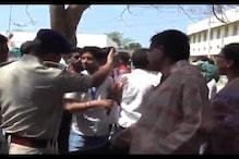 मुजफ्फरपुर में छात्र संघ चुनाव के दौरान बवाल, पुलिस का लाठीचार्ज