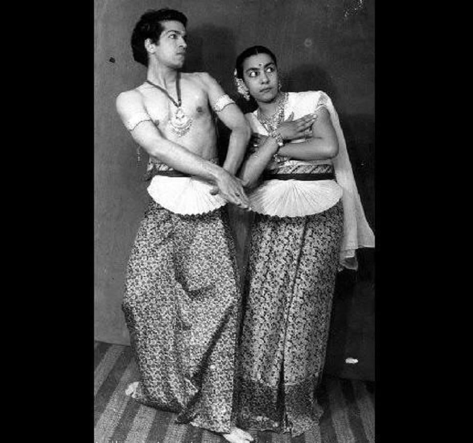 जोहरा को बचपन से ही नृत्य और अभिनय का बहुत शौक था।  वह देहरादून की नृत्यांगना और कोरियोग्राफर उदय शंकर के नृत्य से प्रभावित थीं।  इसके बाद, वह अपनी नृत्य अकादमी में भी शामिल हुईं।  उन्होंने यहां कामेश्वर सहगल से मुलाकात की।  दोनों को कुछ ही समय में प्यार हो गया।  कामेश्वर सहगल इंदौर के कुछ युवा वैज्ञानिकों में से एक थे, जिन्हें नृत्य और चित्रकला का भी शौक था।