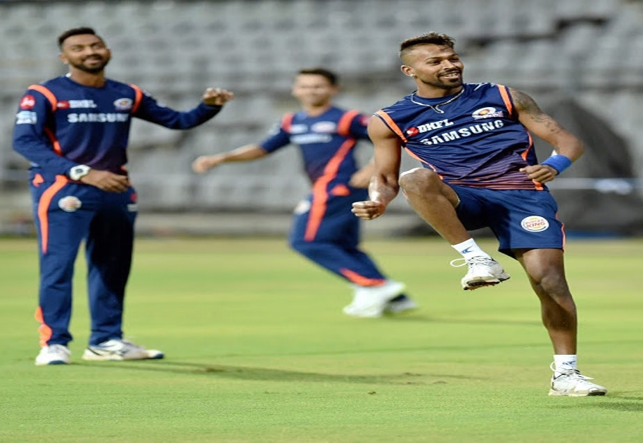 आईपीएल के पिछले सीजन में मुंबई इंडियंस के लिए खेलने वाले हार्दिक पांड्या और उनके बड़े भाई क्रुणाल पांड्या के बीच ट्विटर वॉर सुर्खियां बना था. इस बार पठान ब्रदर्स भी ट्विटर के जरिए एक दूसरे से संवाद कर रहे हैं. Photo-PTI
