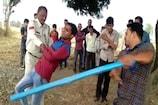 VIDEO: सीहोर में खेत में खड़ी ट्रॉली चोरी की, पकड़े जाने पर पुलिस व ग्रामीणों ने पीटा