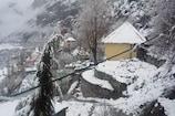 VIDEO: लाहौल घाटी बर्फ की सफेद चादर से ढका