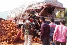 दो ट्रकों की टक्कर में चालक समेत 4 लोग घायल