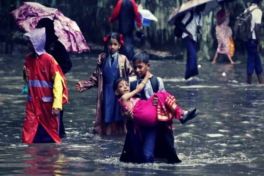 उत्तर भारत में मानसून ने दस्तक दे दी है. इससे पहले मुंबई में मानसून का आगाज जमकर हुआ. मुंबई खूब गीली हुई. वैसे अब जब भी मुंबई में एकसाथ ज्यादा बारिश होती है तो मुंबई वाले घबरा जाते हैं. लेकिन कुछ जगहें ऐसी हैं जहां खूब बारिश होती है और सालभर होती रहती है. जानते हैं वो कौन सी पांच जगहें हैं.
