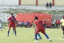VIDEO: 14 वर्ष बाद धनबाद रेलवे ग्राउंड में शुरू हुआ फुटबॉल लीग मैच