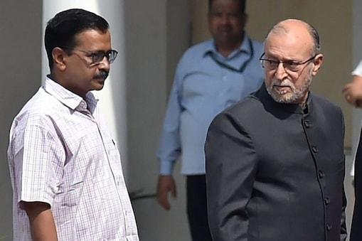 दिल्ली सरकार बनाम उप राज्यपाल के इस मामले में सुप्रीम कोर्ट में 11 याचिकाएं दाखिल हुई थीं.