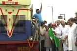 दौसा को मिली नई ट्रेन की सौगात, सांसद मीणा ने दिखाई हरी झंडी