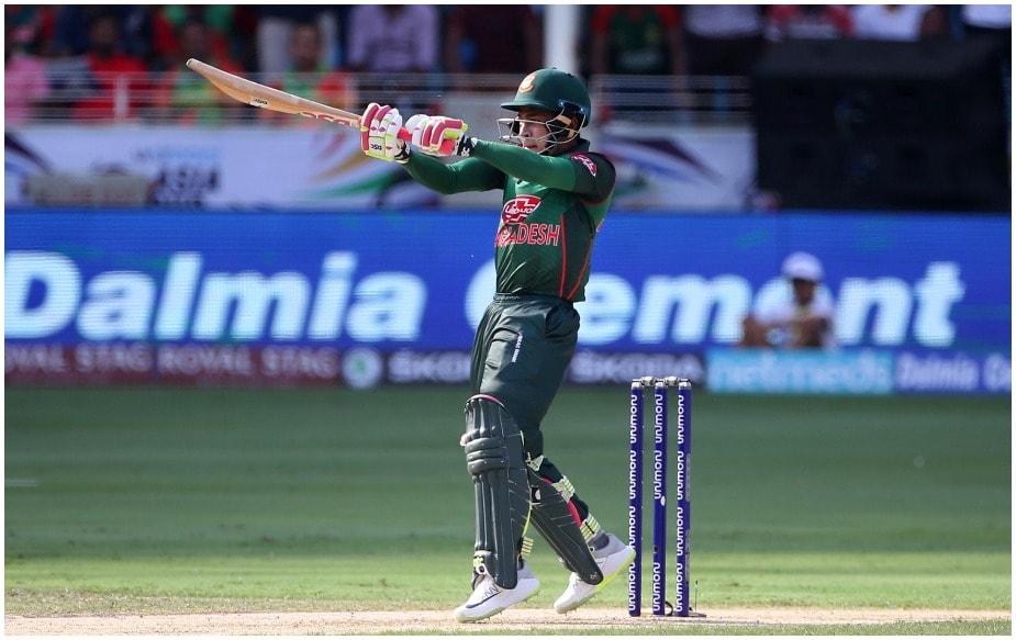बांग्लादेश के विकेटकीपर बल्लेबाज़ मुशफिकुर रहीम ने एशिया कप के पहले मैच में पांच बार की चैंपियन श्रीलंका के खिलाफ शतक ठोक कर अपनी टीम को शानदार जीत दिलाई. रहीम की 144 रन की पारी के दम पर बांग्लादेश ने 261 रन बनाए और श्रीलंका सिर्फ 124 रन पर ढेर हो गई. इस 137 रन की जीत के दौरान रहीम ने कई रिकॉर्ड भी अपने नाम किए.