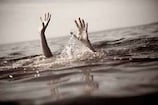तालाब में तैरता मिला युवती का शव, हत्या की आशंका