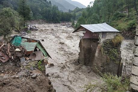 हिमाचल, पंजाब और कश्मीर में भारी बारिश से बिगड़े हालात, 11 लोगों की मौत, अलर्ट जारी