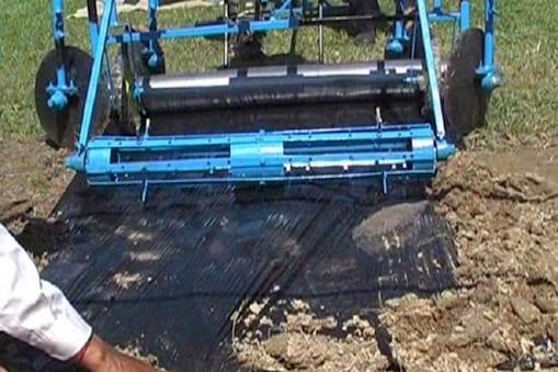 हाथ से चलने वाली यह मशीन पहाड़ों के सीढ़ीदार खेतों में आसानी से काम करेगी.