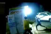 CCTV VIDEO: टोल प्लाजा पर जमकर गुंडागर्दी, कर्मचारियों को दौड़ा-दौड़ा कर पीटा