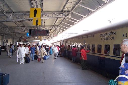 Diwali and Chhanth Puja 2018 Irctc.co.in Offers: फेस्टिव सीजन में लोगों को इधर-उधर जानें में परेशानी नहीं हो इसके लिए रेलवे हर कोशिश कर रहा है. अगर आप इन दिनों ट्रेन से यात्रा करने वाले हैं तो यह खबर आपके लिए जानना बहुत जरूरी है.